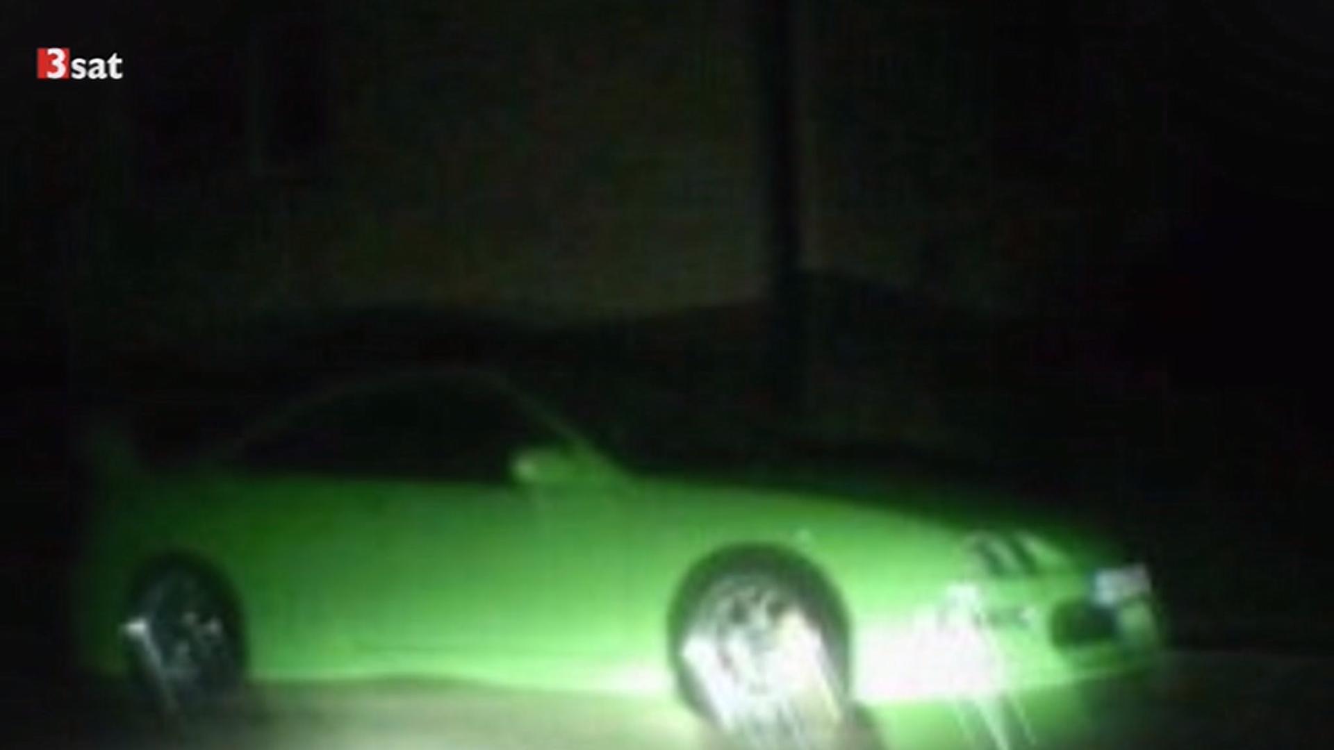 Bild des grünen Sportwagens, das Florian seinem Vater kurz vor seinem Tod zuschickte (3Sat, 2015, Kampf um die Wahrheit - Der NSU und zu viele Fragen)